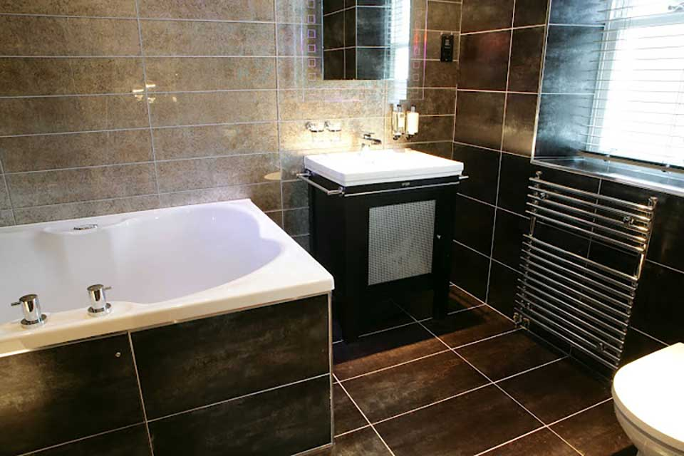 Hotels with baths for two